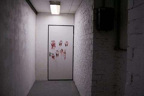 Bloedige handen op een deur -Escape Room Elst